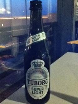 Schmeck unauffällig und malzig-herb: Tuborg Alkoholfrei Super Light